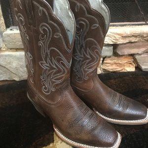 Ariat Women's size 8C cowboy boots